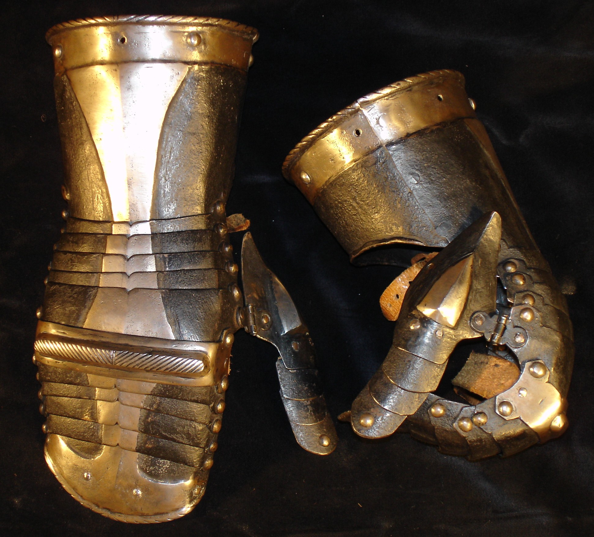 B&W gauntlets on Wade Allens site